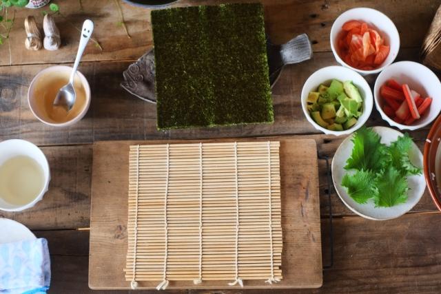 巻き寿司にカニカマ