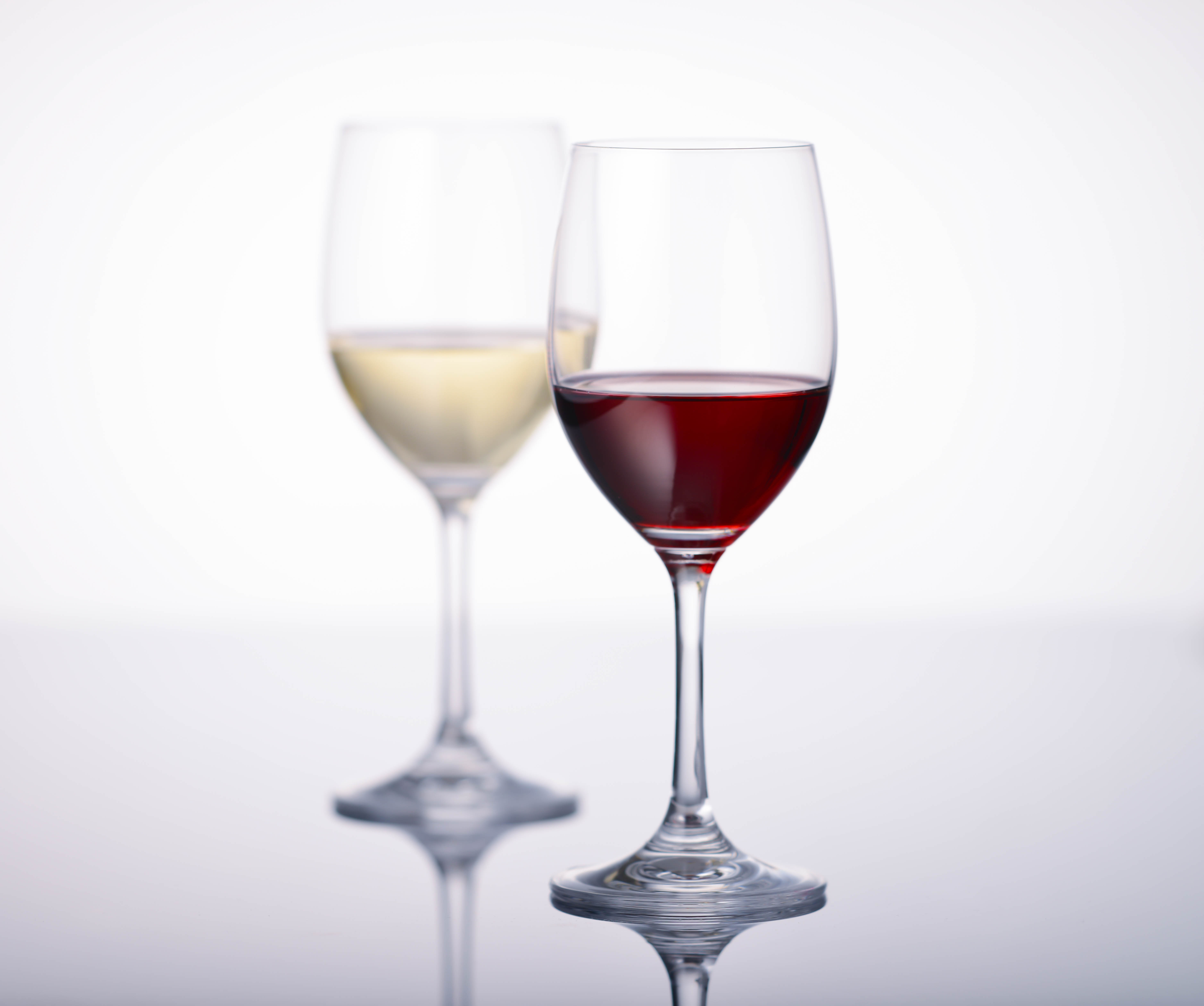 白いカットソーに赤ワインをこぼしても、ウタマロクリーナーがあるから大丈夫!